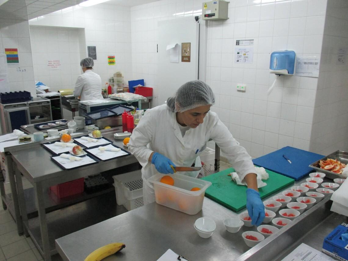 Cuisine de production de l'unité de Newrest à Dubrovnik
