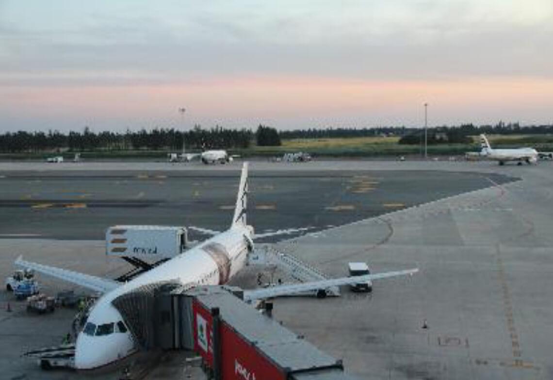 Avion au sol à l'aéroport de Larnaca