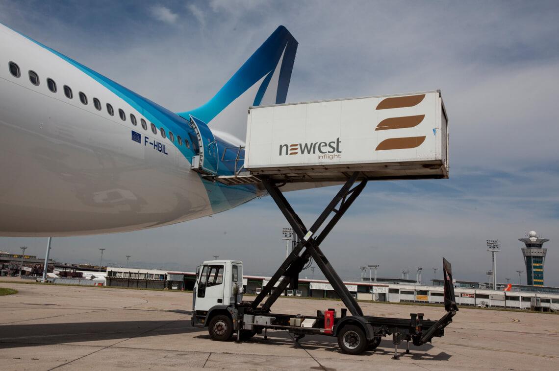 Restauration embarquée à l'unité l'unité de production de Newrest Paris Orly pour notre client Corsair