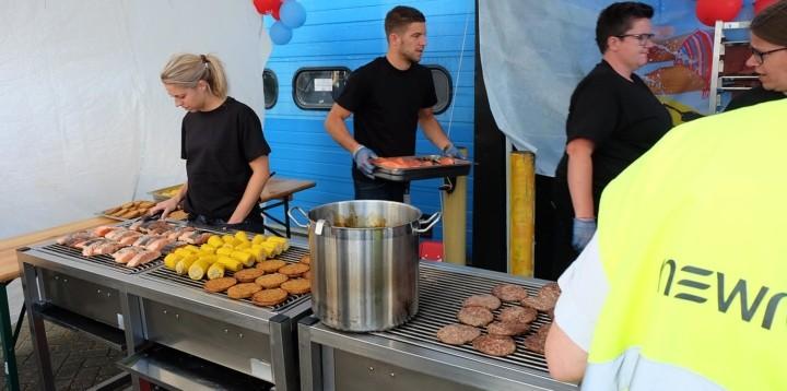Equipe et invités lors du barbecue organisé par Newrest Pays Bas